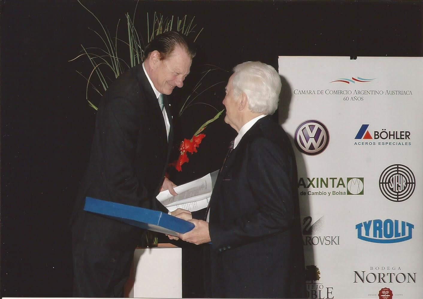 2006-11 Placa honorífica al Sr Gerardo Forsthuber